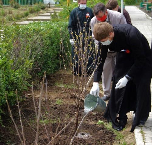 Священнослужители Казанского Кафедрального собора Элисты присоединились к акции «Сад памяти»