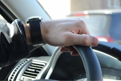 Житель Сарпинского района угнал автомобиль супруги