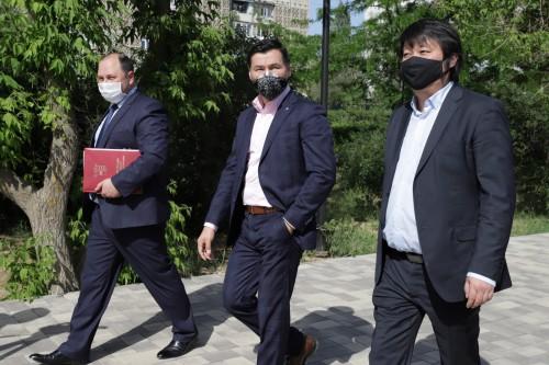 Глава Калмыкии осмотрел земельные участки в 7 и 9 микрорайонах Элисты