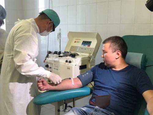Пациенты, переболевшие коронавирусом, сдают плазму