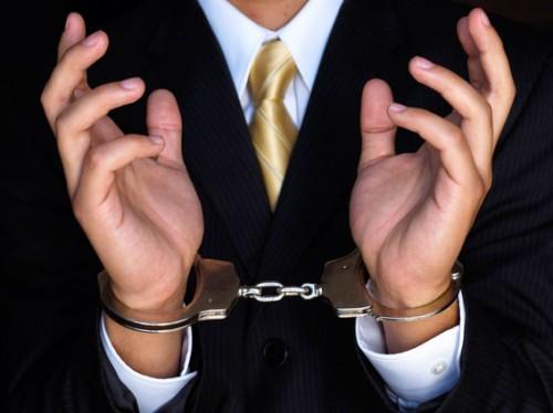 Экс-министр ответит за нарушение закона