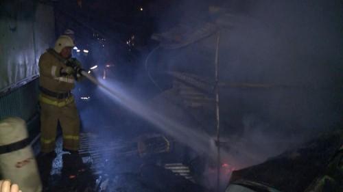 На центральном Казачьем рынке Элисты произошел крупный пожар