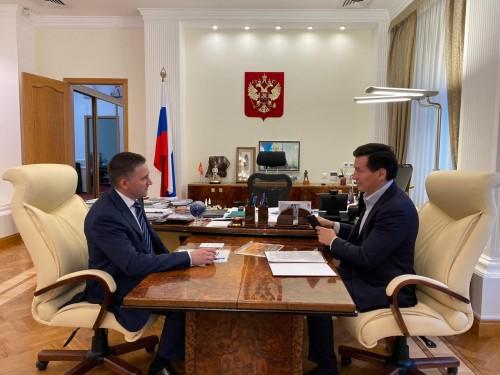 Глава Калмыкии Бату Хасиков встретился с министром природных ресурсов и экологии России Дмитрием Кобылкиным