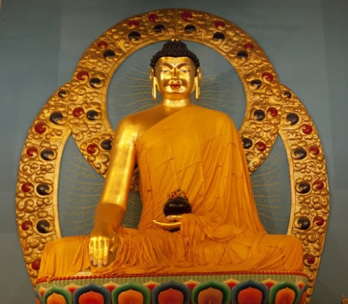 Сегодня в Калмыкии отмечают День Рождения, Просветления и ухода в Паринирвану Будды Шакьямуни