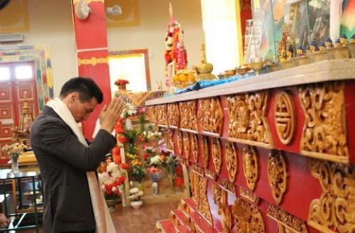 Бату Хасиков поздравил жителей Калмыкии с одним из главных буддийских праздников