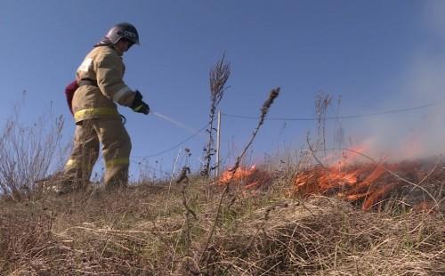 В Калмыкии сохраняется режим чрезвычайной пожароопасности
