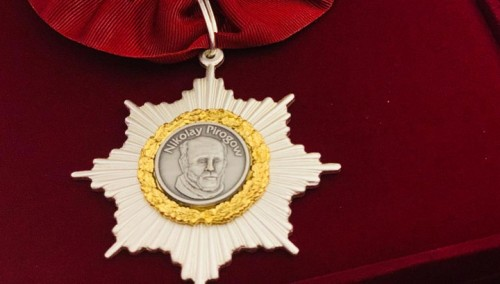 8 калмыцких медиков отмечены государственными наградами
