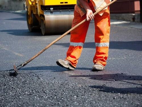 Дорожно-строительные работы в эти дни ведутся в Ики-Бурульском районе