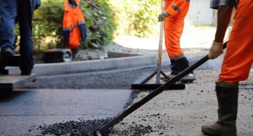 «Безопасные и качественные автомобильные дороги». В рамках нацпроекта продолжается ремонт элистинской дорожной инфраструктуры