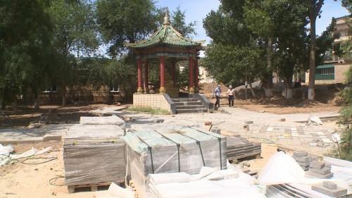 В Лагани продолжается реконструкция сквера у ротонды статуи Будды