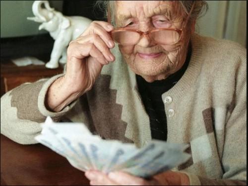 С 1 августа у работающих пенсионеров начнется корректировка пенсий