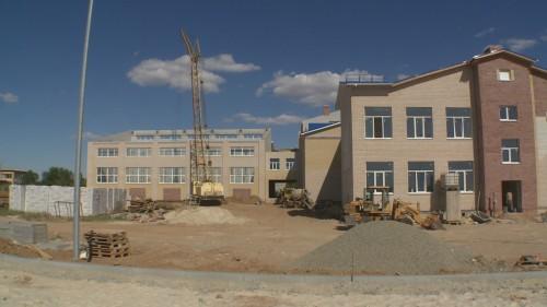 В п.Малые Дербеты завершается строительство современной школы