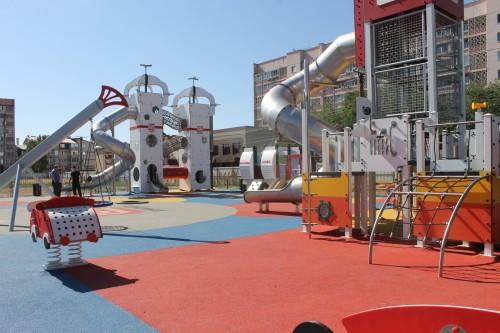 В Элисте открыли новую детскую площадку