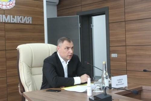 Премьер-министр Калмыкии Юрий Зайцев в режиме онлайн провел заседание Правительства