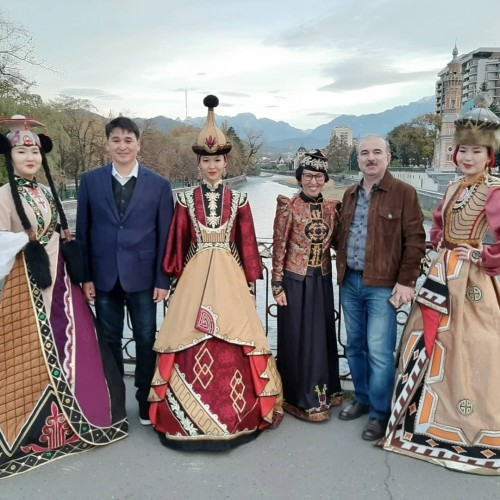 Выставка творческой группы «Босхомджи» из Калмыкии открылась в Национальной научной библиотеке Северной Осетии