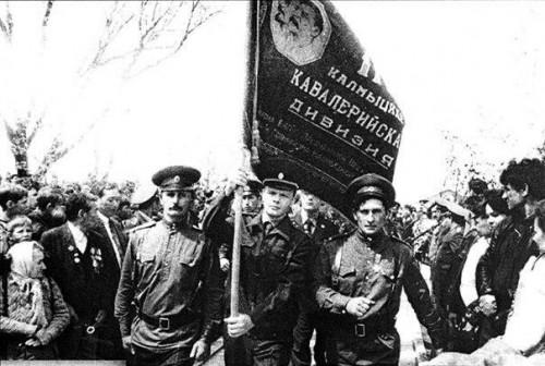 Сегодня в Калмыкии вспоминают воинов 110-ой отдельной калмыцкой кавалерийской дивизии