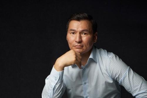 Бату Хасиков поздравил сотрудников энергетической отрасли с профессиональным праздником