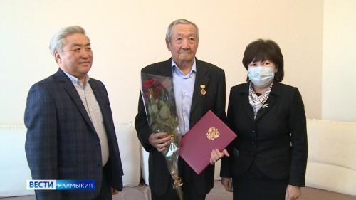Сегодня юбилей отмечает Заслуженный хирург РСФСР Борис Колдаев