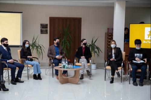Глава Калмыкии Бату Хасиков и члены кабинета министров встретились с представителями активной молодежи