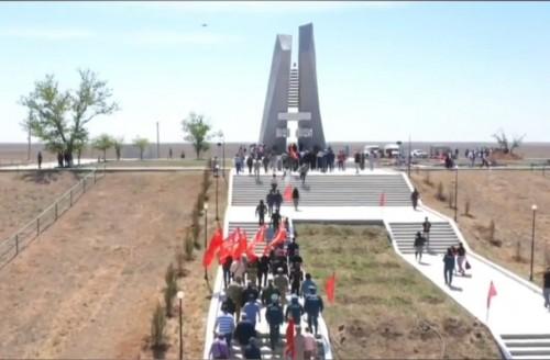 На Мемориале Славы в поселке Хулхута состоялась церемония перезахоронения останков солдат и офицеров 28 Армии