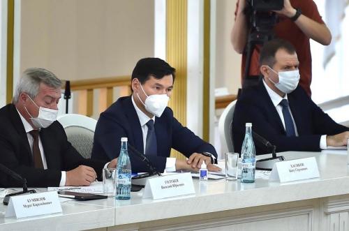 Бату Хасиков принял участие в совещании по вопросам экологической безопасности