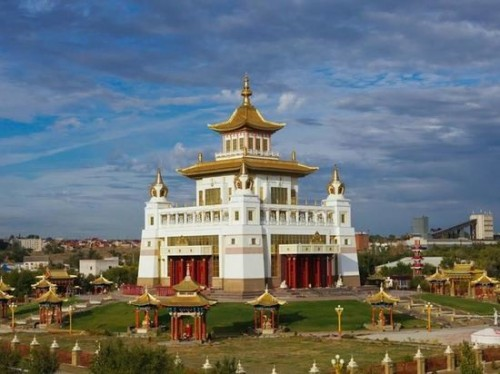 Сегодня  День Первого Поворота Колеса Учения Будды