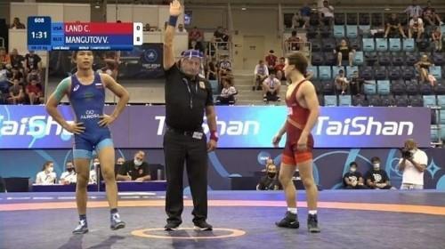 Лаганец Валерий Мангутов стал чемпионом мира по греко-римской борьбе среди кадетов