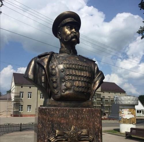 В Калининградской области открыт памятник Басану Бадьминовичу Городовикову