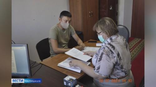 Еще один кандидат в депутаты Госдумы сегодня представил свои документы на регистрацию в Избирком