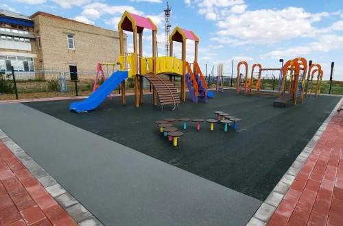 В поселке Татал Юстинского района открылась детская площадка