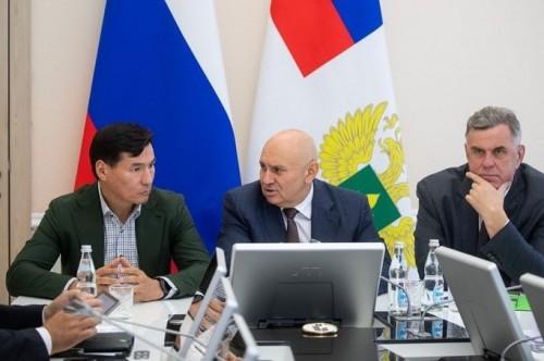 Глава Калмыкии Бату Хасиков провел рабочую встречу с Первым Заместителем Министра сельского хозяйства Джамбулатом Хатуовым