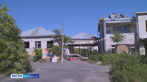 В загородной резиденции Басана Городовикова провели уборку территории