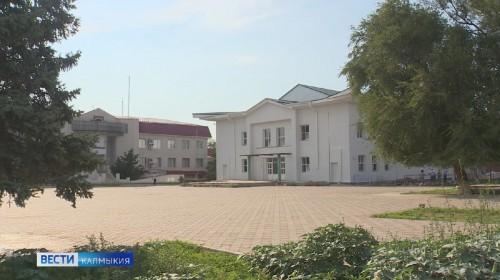 В поселке Комсомольский ведутся работы по капитальному ремонту районного Дома культуры
