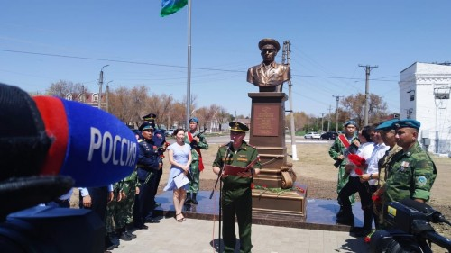 В Элисте установили бюст памяти Героя Советского союза, генерала армии Василия Маргелова