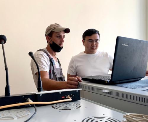 Министр цифрового развития посетил новую Малодербетовскую школу