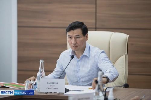 Бату Хасиков обсудил социально-экономическое развитие региона с куратором, министром природных ресурсов и экологии России Александром Козловым