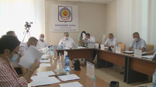Сегодня состоялось заседание комитета Народного Хурала Калмыкии по бюджету, предпринимательству и собственности