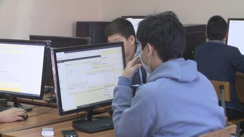 Учащиеся школ с 8 по 11 классы смогут бесплатно изучить языки программирования