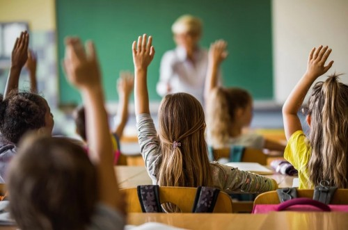 В Калмыкии более 10 тысяч школьников из многодетных семей получили ежегодные выплаты на подготовку к школе