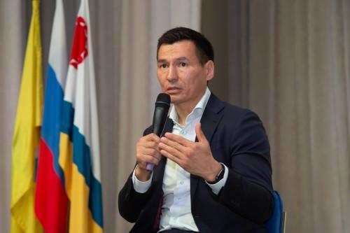 Сегодня Глава Калмыкии Бату Хасиков предложил провести конкурс на лучший герб своей школы