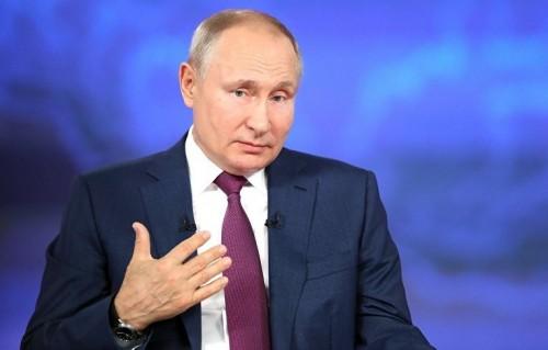"""Владимир Путин рекомендовал школьникам доверять таким источникам, как общество """"Знание"""""""