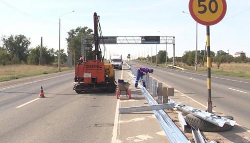 Управление федеральных автомобильных дорог «Каспий» проводит работы по замене барьерного ограждения на трассе Р-22