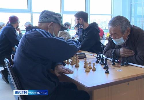 В Калмыкии прошел Республиканский Чемпионат по шахматам и шашкам среди лиц с нарушениями зрения