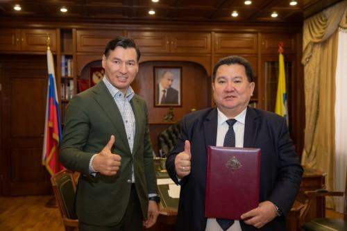 Глава Калмыкии поздравил ректора КалмГУ Бадму Салаева с включением ВУЗа в программу «Приоритет-2030»