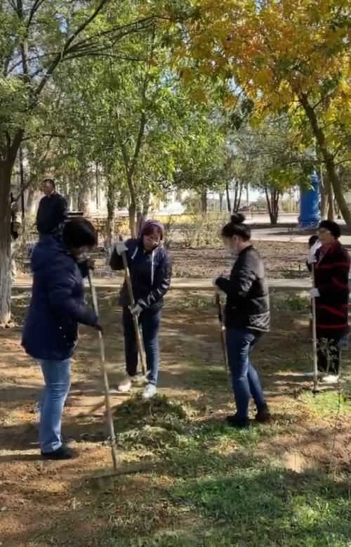 В Лагани сотрудники районной и городской администрации провели субботник