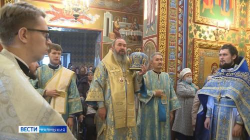 Покрова Пресвятой Богородицы отмечают сегодня православные верующие