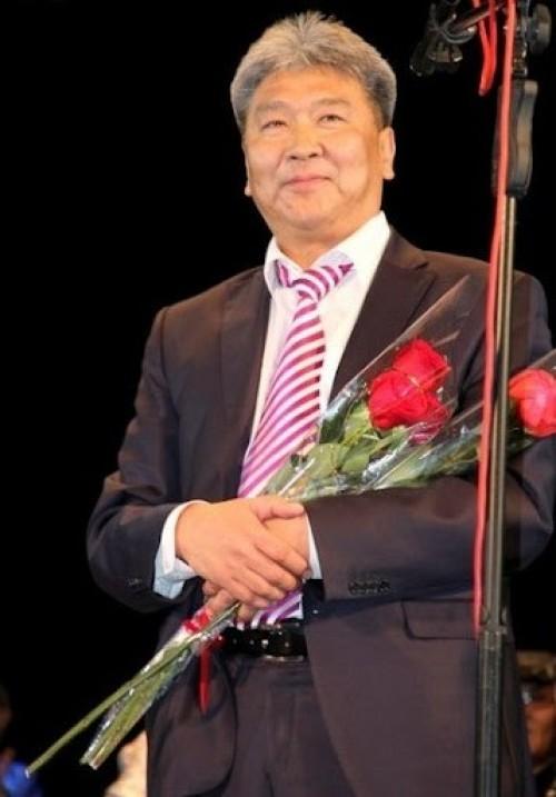 Аркадий Манджиев проведет юбилейный концерт в Малых Дербетах