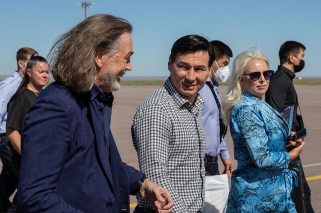 Сегодня в Калмыкию прибыл Народный художник России Никас Сафронов