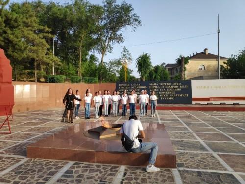 Сегодня на мемориальном комплексе «Вечный огонь» состоялась акция «Аист на крыше», приуроченная ко Дню Памяти и скорби