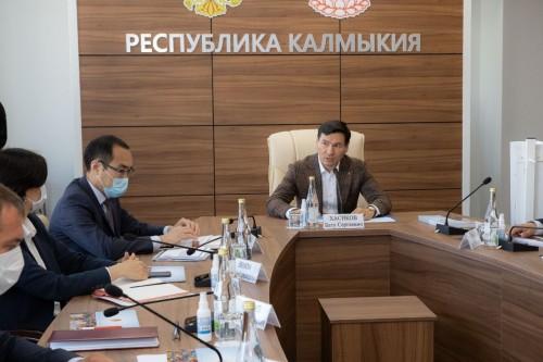 Бату Хасиков провел совещание по развитию инвестиционного потенциала в республике